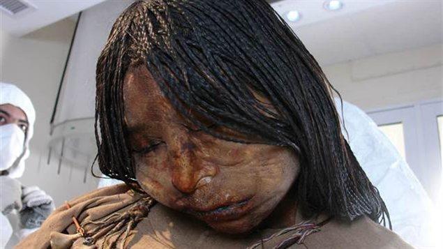 Qui a tué la momie cinq fois centenaire découverte au sommet d'un pic des Andes