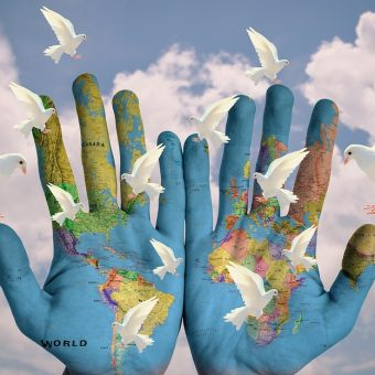 Il est temps d'entrer d'un pas décidé dans les Lumières de la rampe et de proclamer que vous êtes un Guerrier de Paix !