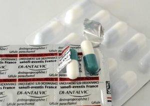 L' antidouleur Di-Antalvic. Depuis le 1er mars, Il nÍy a plus de Di-Antalvic, ni de Propofan et leurs generiques en vente dans les pharmacies. Ces anti-douleurs tres prises des francais, font partie de la liste des 77 medicaments retires du marche par lÍAFSSAPS. Le Di-Antalvic est un anti-douleur comprenant du dextropropoxyphene associe a du paracetamol. Le Di-Antalvic est montre du doigt depuis deux ans pour les risques de deces lies a un surdosage. FRANCE - 03/03/2011/Credit:DURAND FLORENCE/SIPA/1103031706