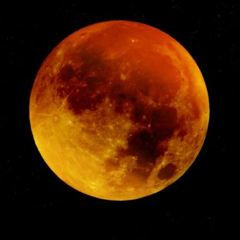 L'Éclipse lunaire et la Lune de Sang se produisent le 27 juillet: Lâchez les démons de votre passé
